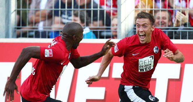 Max Kruse (r) celebrates his goal