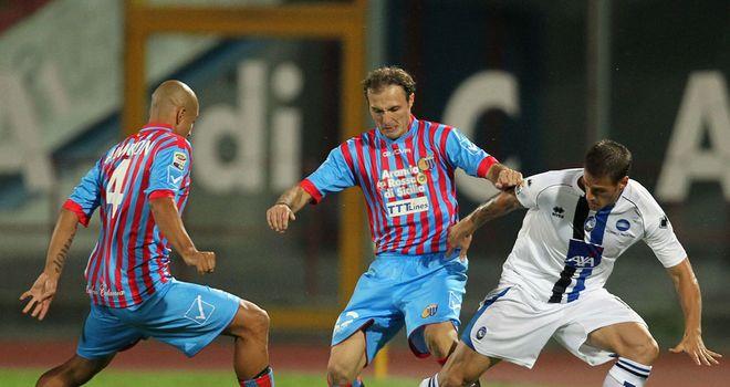 Sergio Almiron battles with Giovanni Marchese