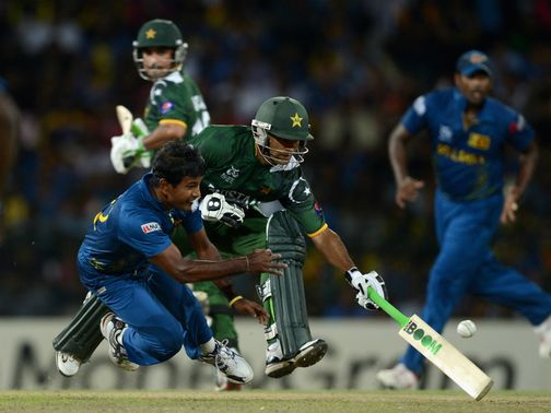 Mohammad Hafeez and Nuwan Kulasekara tangle