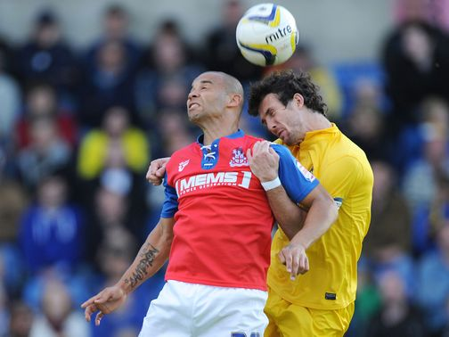 League Two leaders Gillingham  drew 0-0 at Oxford.