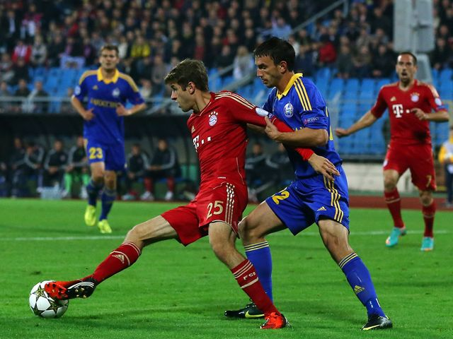 Marko Simic looks to hold off Thomas Mueller