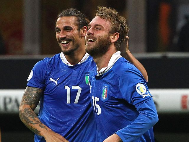 Daniele De Rossi celebrates his goal for Italy