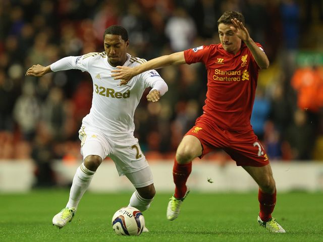 De Guzman and Allen battle for possession.