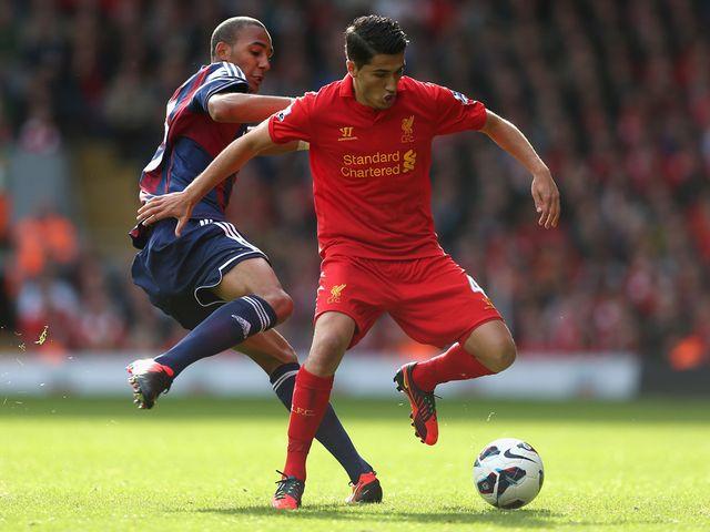 Sahin keeps the ball away from N'Zonzi.