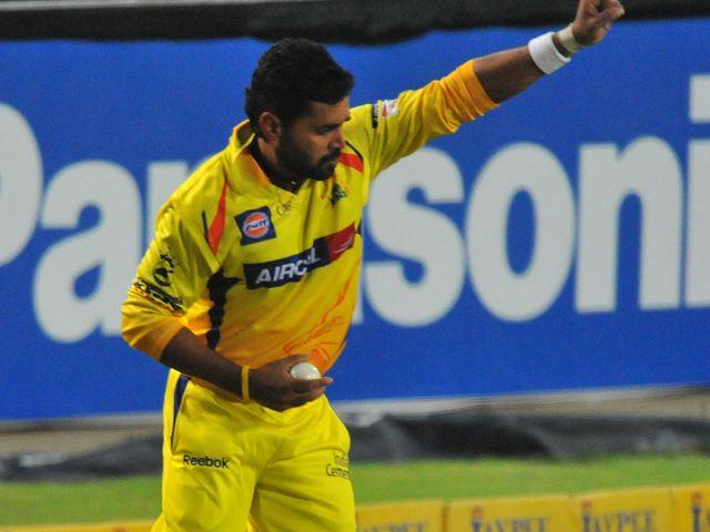 Murali Vijay hangs on for a catch