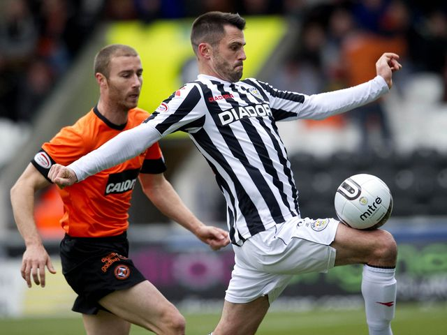 Steven Thompson in action for St Mirren.