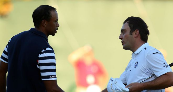 Tiger Woods shakes hands with Francesco Molinari