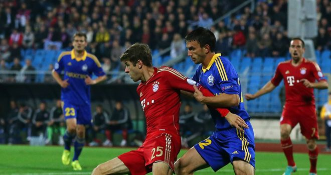 Bayern Munich star Thomas Mueller holds off Marko Simic