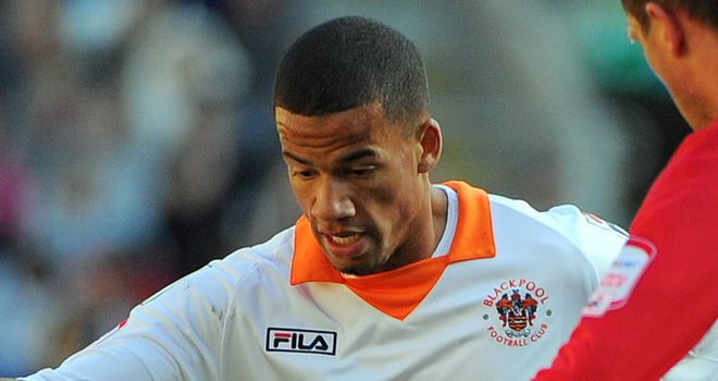 Nathan Eccleston: Coventry loan move for Blackpool striker