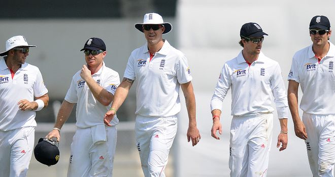 Kevin Pietersen (centre): England batsman returned to the fold