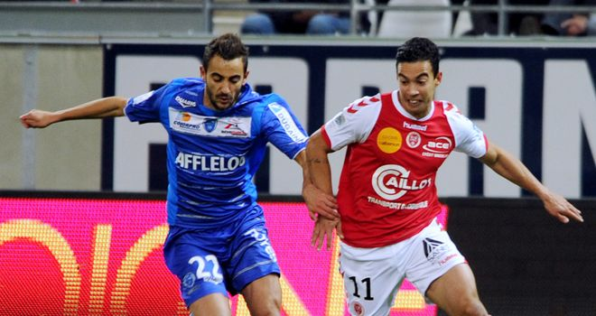 Reims' forward Diego Riganato (R) vies with Troyes' Fabien Camus