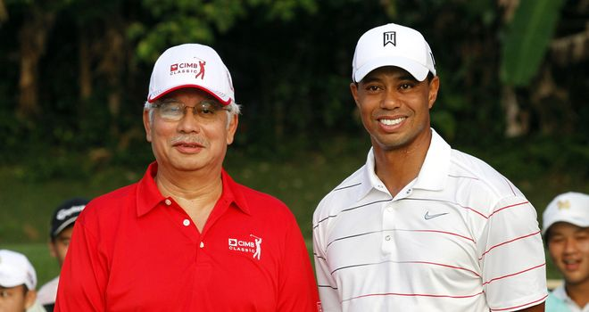 Tiger Woods with the Malaysian Prime Minister during a practice round