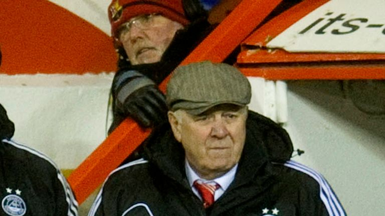 Craig Brown: Wants Gary Naysmith to stay at Pittodrie