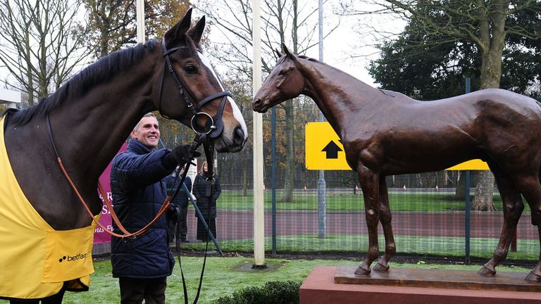 Kauto Star: Honoured at Haydock with statue