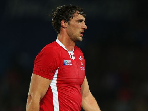 Luke Charteris: Suffered knee injury