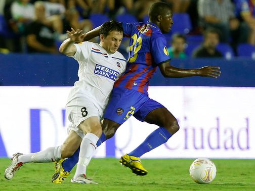 Pape Diop (r): Doubled Levante's lead