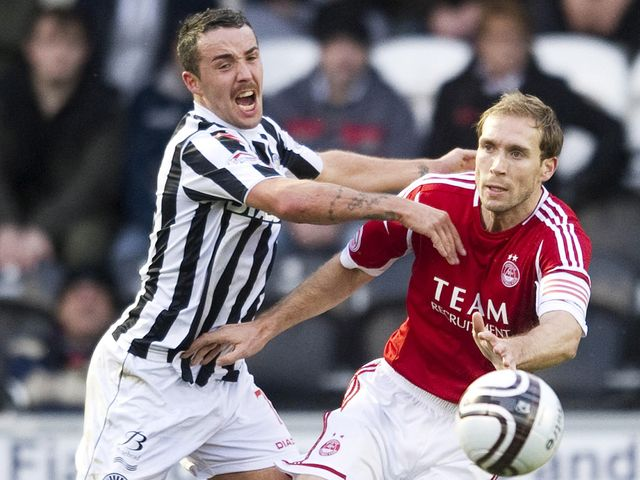 Dougie Imrie battles with Russell Anderson