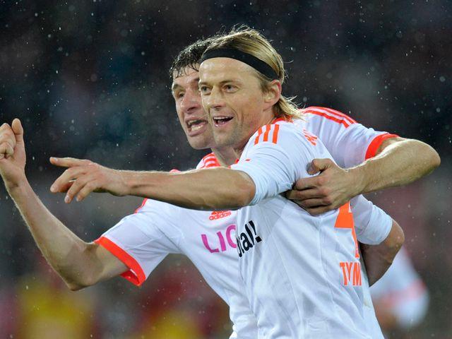 Anatoliy Tymoshchuk celebrates for Bayern Munich
