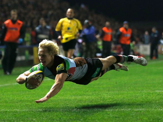 Matt Hopper dives in for a Quins try