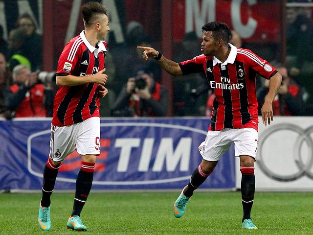Robinho (r) celebrates his goal