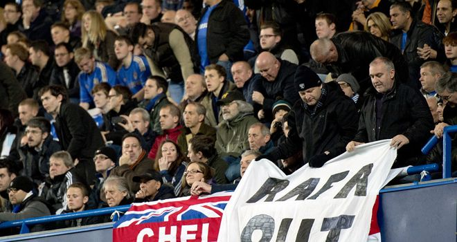 Chelsea fans let their feelings be known about Rafa Benitez at Stamford Bridge