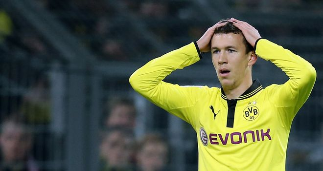 Robert Lewandowski rues a missed chance