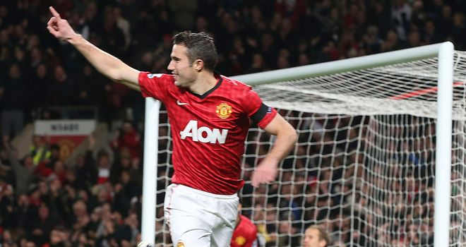 Robin van Persie&#39;s goal keeps Manchester United clear of City at the summit