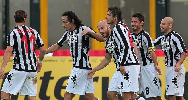 Siena celebrate Valiani's goal