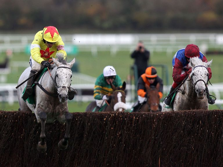 Casey Top (orange): Fine fourth at Cheltenham