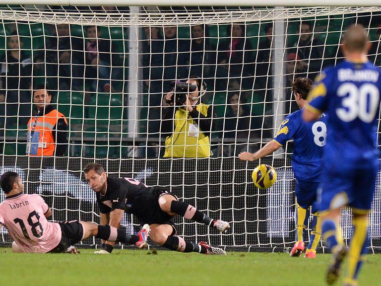 Daniele Cacia scores Verona's winning goal