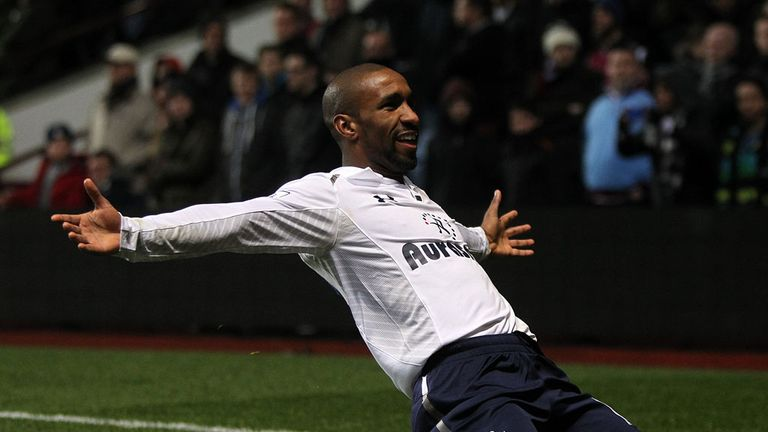 Jermain Defoe: Quickfire double sends Spurs to group stages
