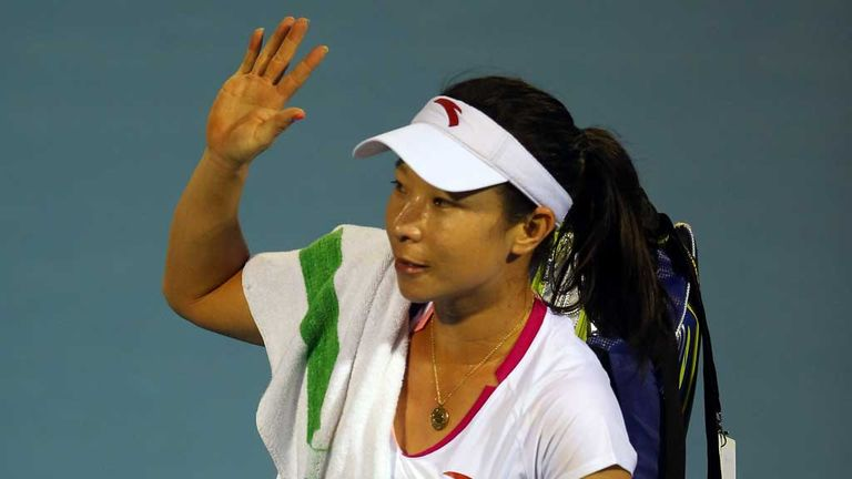 Zheng Jie waves goodbye after her first round exit in Auckland