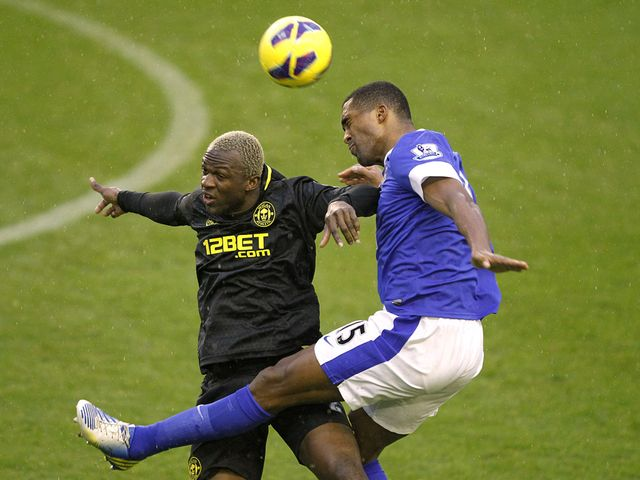 Arouna Kone and Sylvain Distin go for a high ball