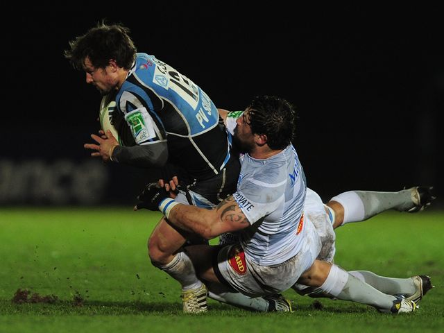 Peter Horne is tackled by Romain Martial.