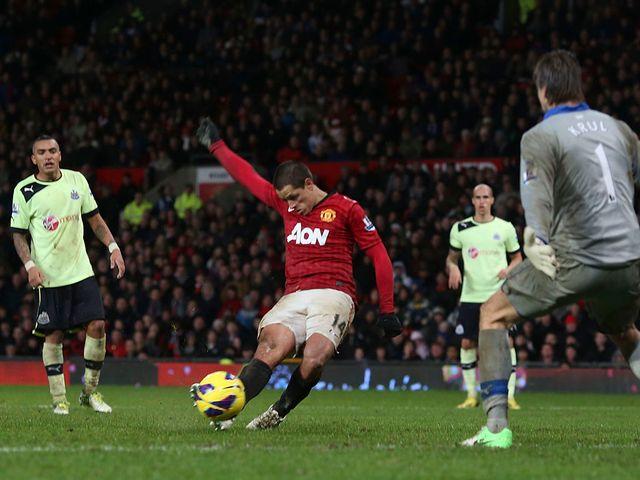 Javier Hernandez scores a last-gasp winner