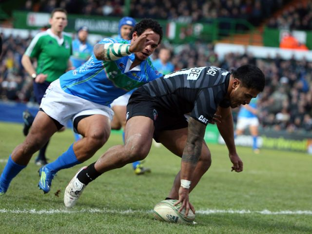 Manu Tuilagi evades a tackle to touchdown for Leicester