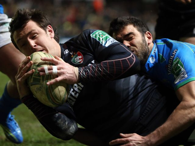 Matt Smith finds the tryline for Leicester