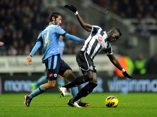 Esteban Granero tries to tackle Cheick Tiote