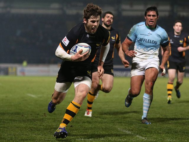 Elliot Daly goes in for a Wasps try