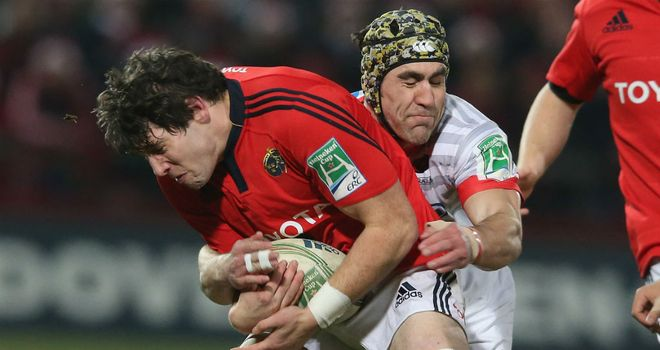 Dave O'Callaghan of Munster tangles with Saracens' Kelly Brown