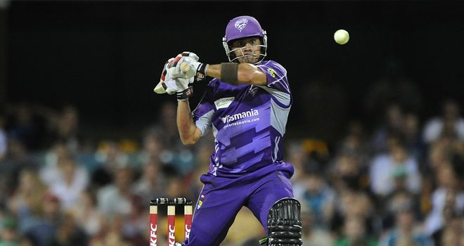 Owais Shah: Hit three 4s and two 6s in his unbeaten 36