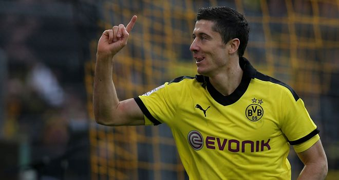 Robert Lewandowski: Borussia Dortmund striker not heading to Manchester City at moment