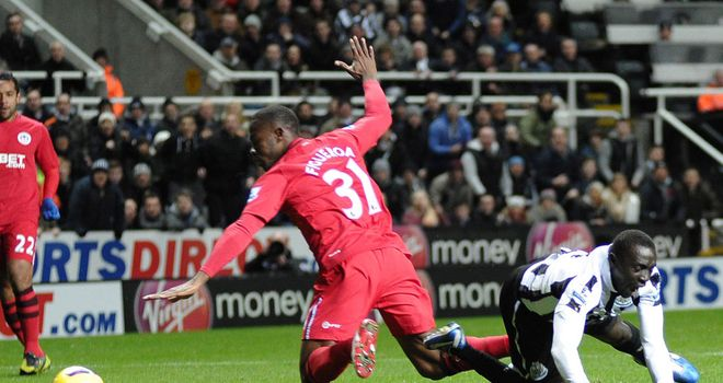 Papiss Cisse goes down under the challenge of Maynor Figueroa