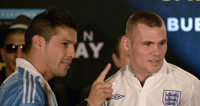Sergio Martinez (L) and Martin Murray meet at this week's press conference