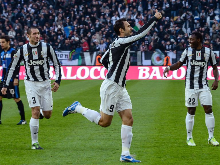 Mirko Vucinic leads the Juventus celebrations