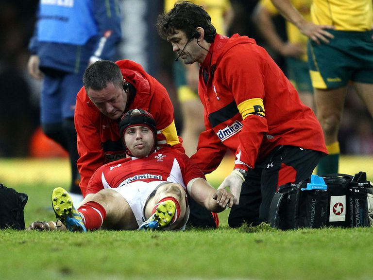 Leigh Halfpenny: Discharged from hospital