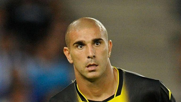 Carlos Aranda: Signs for Granada