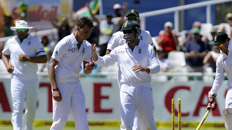 South Africa celebrate another New Zealand wicket at Newlands