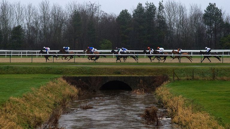 Lingfield: Could stage all-chase card on Tuesday
