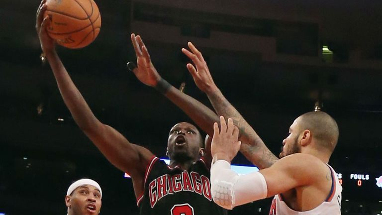 Luol Deng scored 33 points as the Bulls beat the Knicks